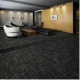 rolo de carpete forração