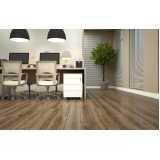 piso laminado imitando madeira