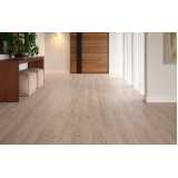 piso laminado tipo madeira